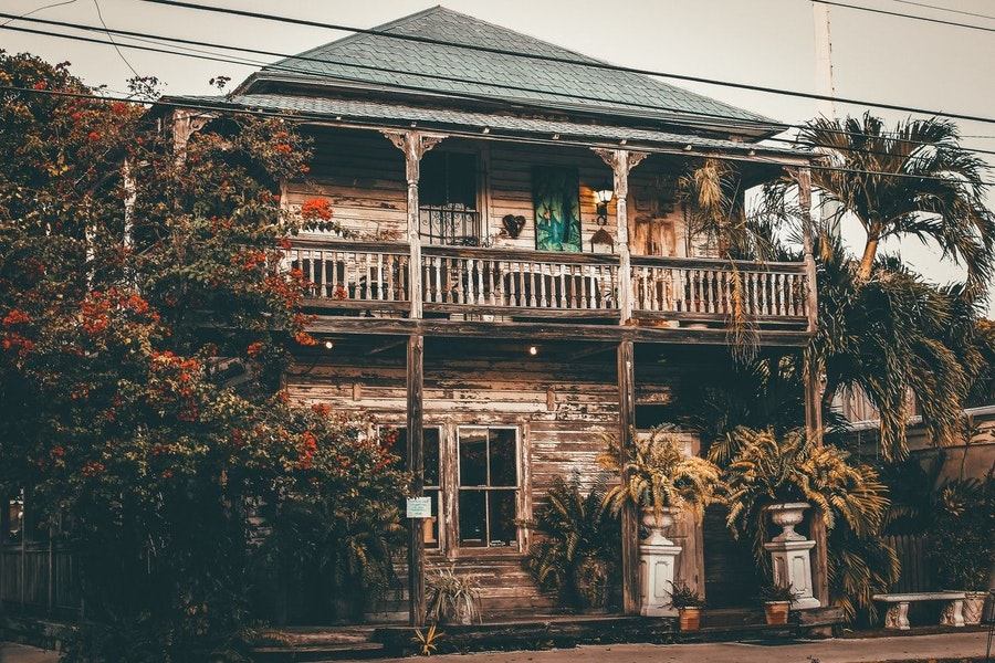 How to Find and Close on a Distressed Property in 2022